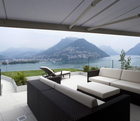 Terrasse med markiser