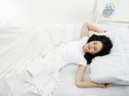 Soveklar kvinde
